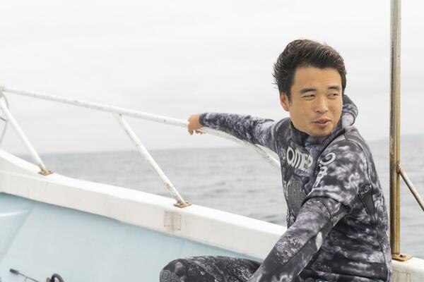 船に乗る高田さん