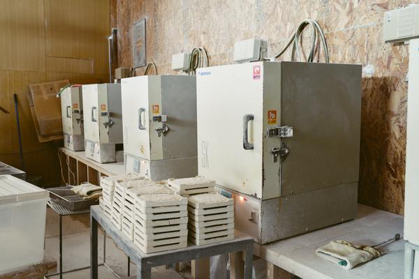 ホタテの貝殻を焼く機械