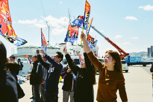 旗を振るえまさん