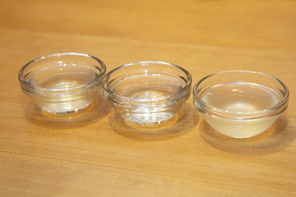 ガラスの小鉢に入った出汁3種