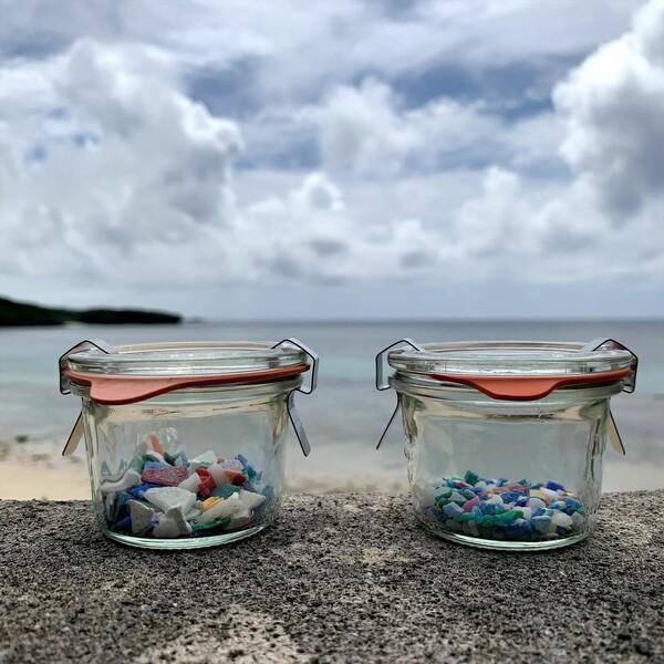 今年6月には、浜で集めたプラスチック片を教材にして販売
